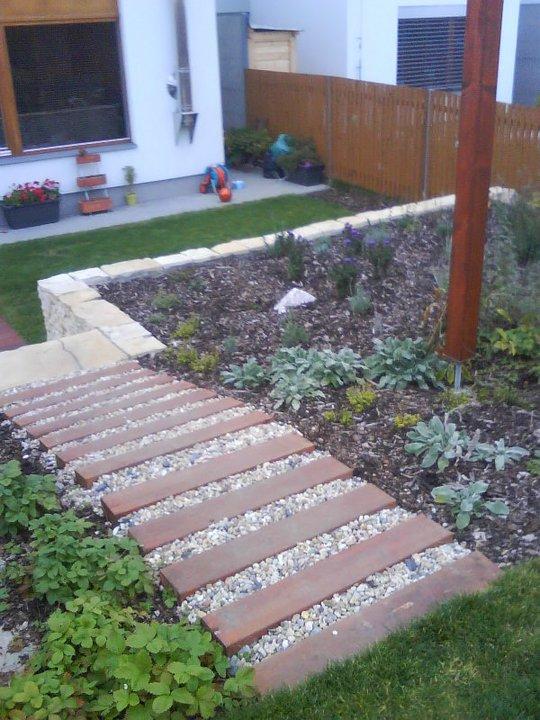 Schody v zahradě - Zahrada