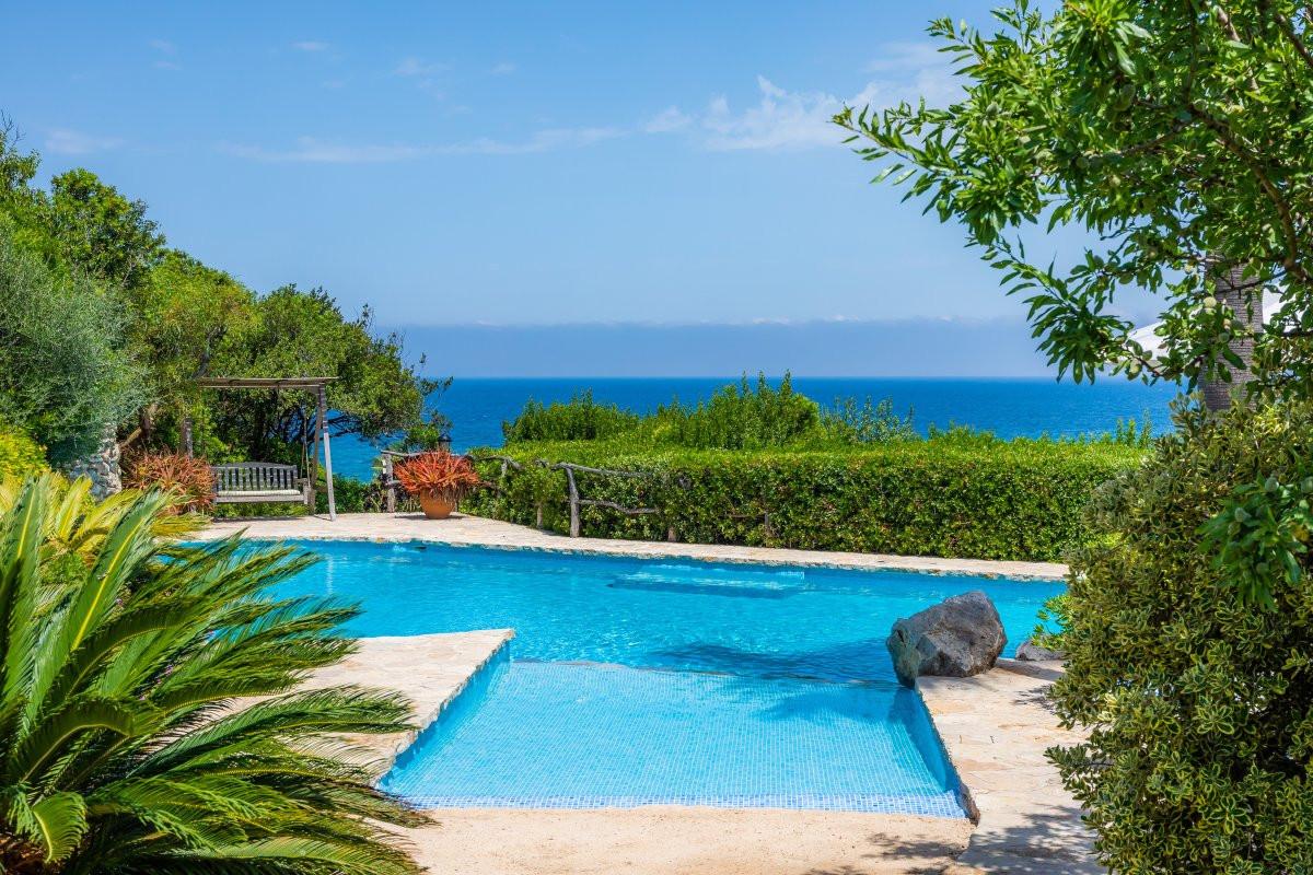 Luxusní bazény ve středomoří
