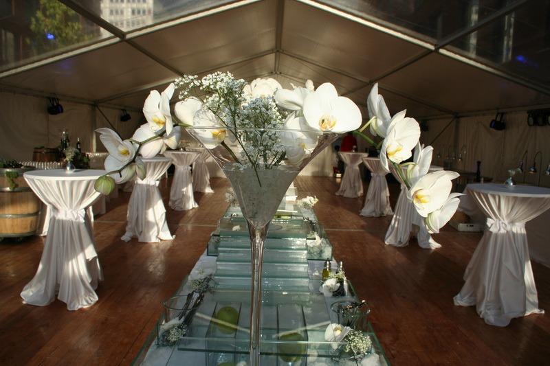 Interiér zahradních stanů <br/> pro svatbu