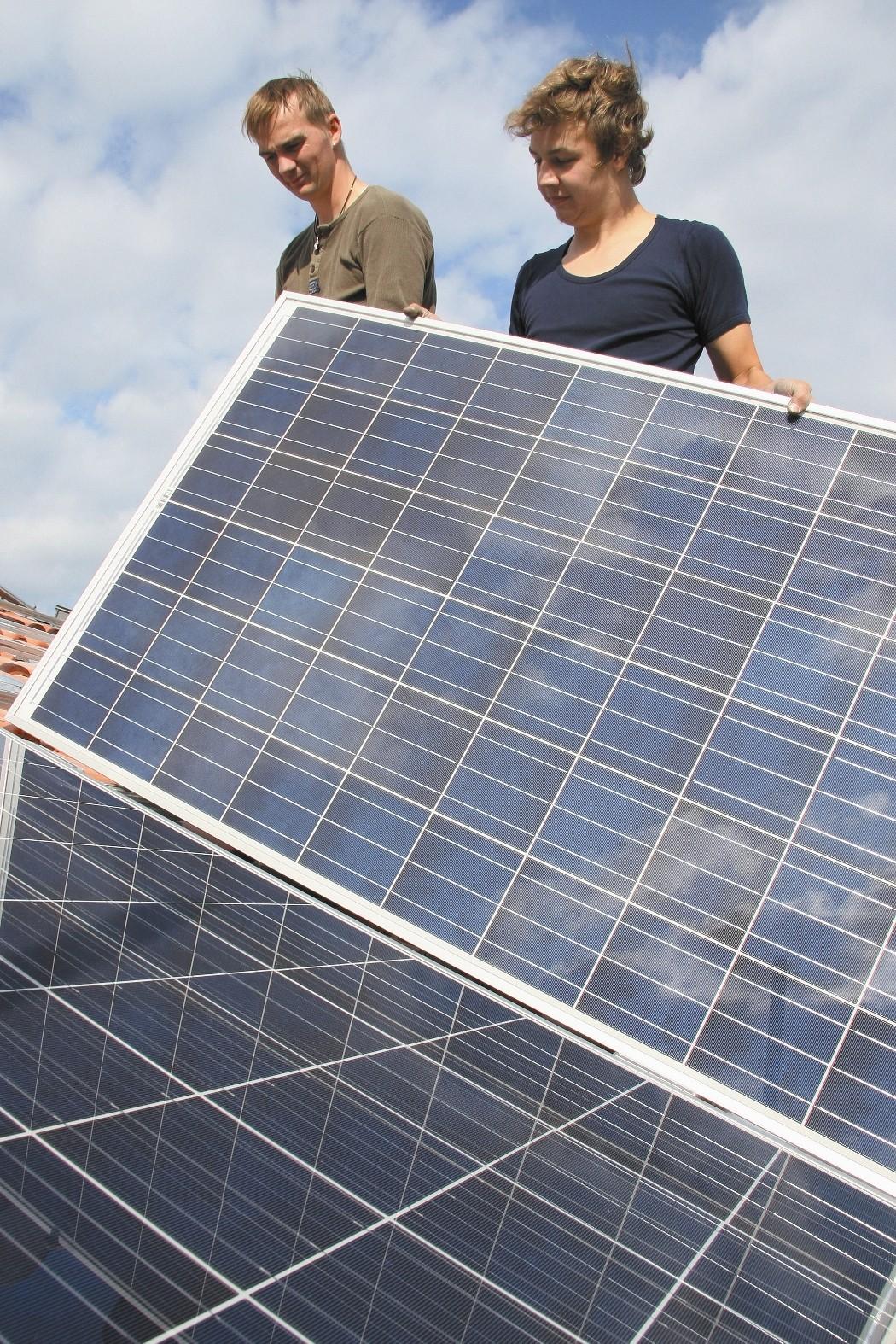 Solární panely pokládka svépomocí