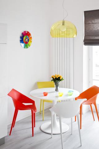 Barva u jídelního stolu