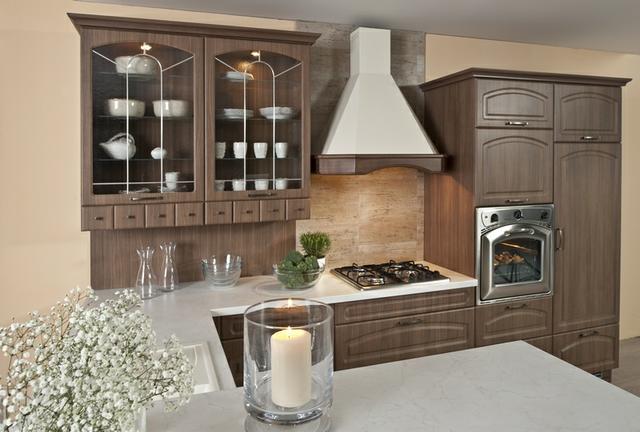 Kuchyně klasická ořech