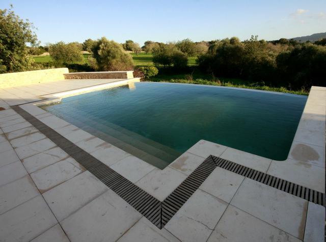 Velkorysý bazén