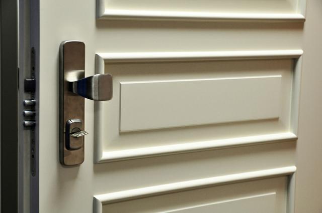 Kazetové bezpečnostní  dveře