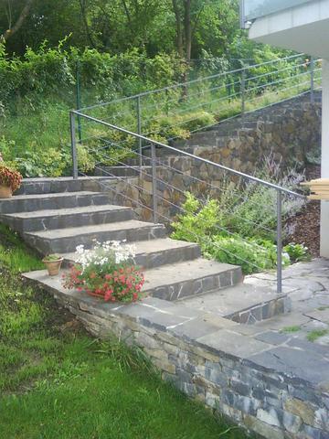 Zahrada se schodištěm