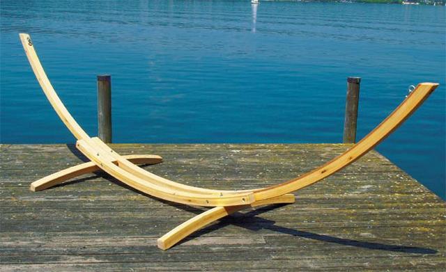 Dřevěný stojan na houpací síť
