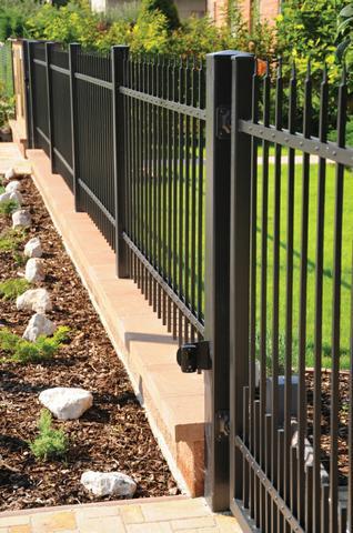 Moderní kovaný plot