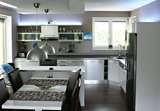 Kuchyně s čistým designem