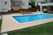 Krásná bazénová terasa